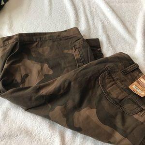 New mens cargo shorts size 40